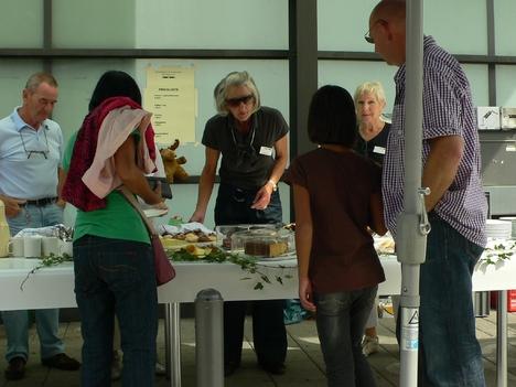 Volunteer-Kuchenverkauf