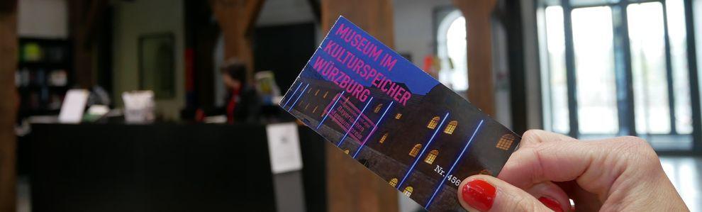 Foyer und Eintrittskarte