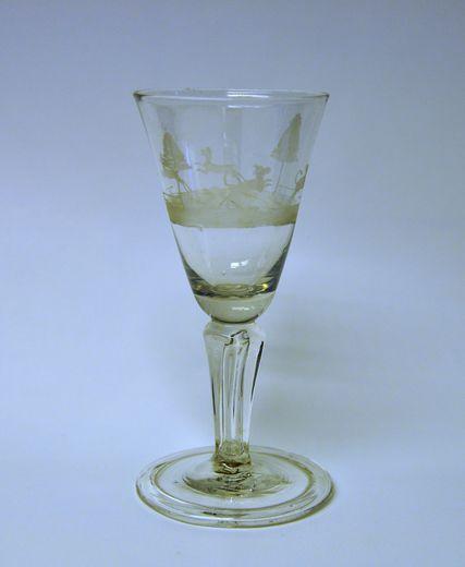 Weinkelch mit Jagdszene, Spessart, 2. Drittel 18. Jh., Glas, geschnitten
