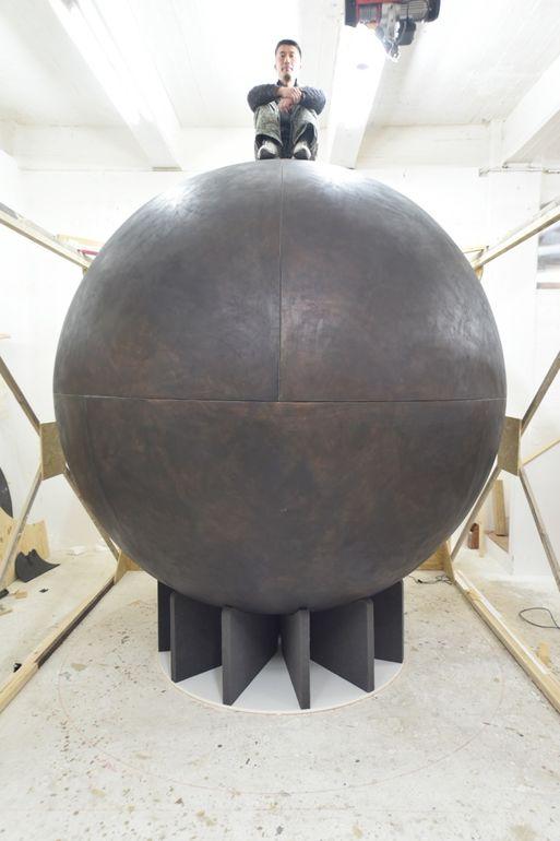 Hiroyuki Masuyama, 0 Star Sphere, 2018, Kiefer, Epoxidharz und 30.000 Glasfaserstifte Foto Hiroyuki Masuyama © Hiroyuki Masuyama