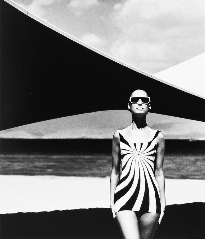 Gundlach, F.C., Op Art Design auf einem Badeanzug, 1966 (1989) Foto F.C. Gundlach ©Stiftung F.C. Gundlach, Hamburg